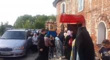 Казанский крестный ход встретил Софийский женский монастырь